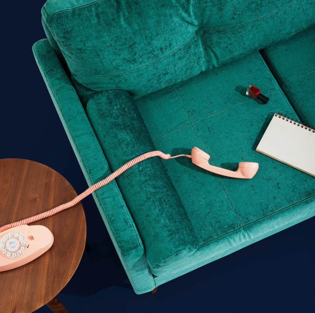 диван с телефонной трубкой